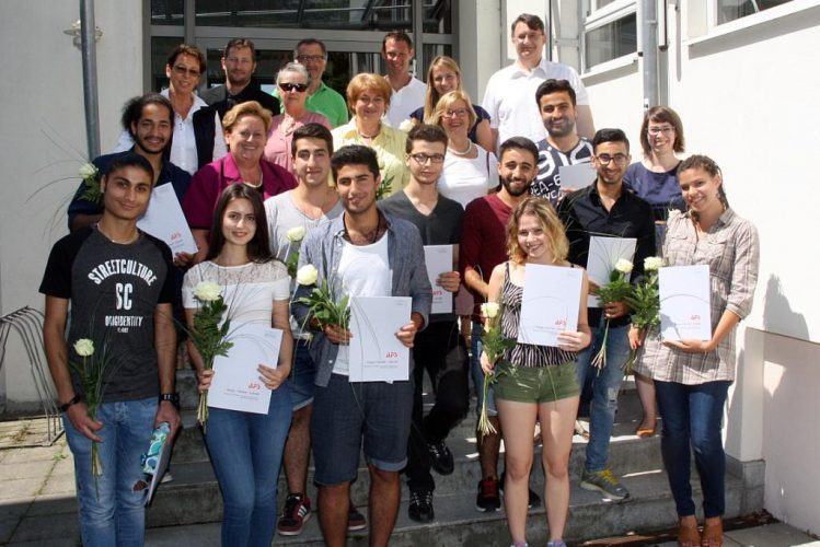 Pilotprojekt erfolgreich - Schüler der Integrationsvorklasse feiern ihren Mittleren Schulabschluss