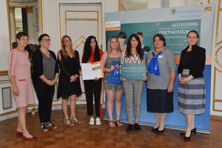AFS wird Partnerschule Verbraucherbildung Bayern